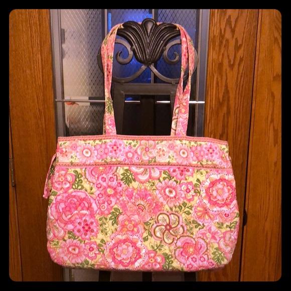 125cfb43740d Vera Bradley Shoulder Bag. M 5a7e319fc9fcdfcac64d03cf